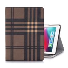 """Pouzdro / kryt pro Apple iPad Pro 12,9"""" (2018) - prostor pro platební karty + stojánek - umělá kůže - hnědé"""