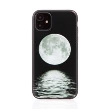 Kryt pro Apple iPhone 11 - gumový - černý - měsíc nad mořem