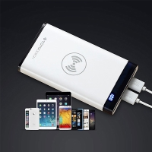 Externí baterie / power bank TOTU - podpora bezdrátového nabíjení Qi - 8000 mAh - Micro USB + 2x USB-A - černá / bílá