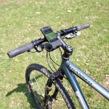 Speciální držák na kolo s krytem a reproduktorem - černý