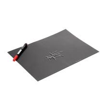 Magnetická podložka pro práci s drobnými kovovými díly (30x21cm) + červený fix pro možnost psaní na podložku